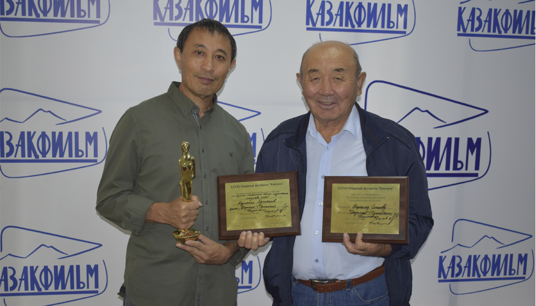 "Yermek Tursunov personally greeted actor Muratzhan Mukazhanov after coming back from ""Kinoshock"" film festival with an award"